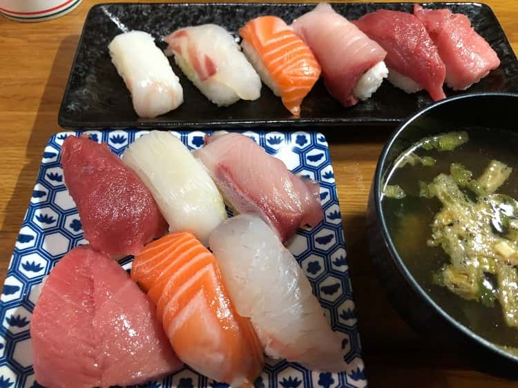 【高評価】スーパーで寿司買ってきた