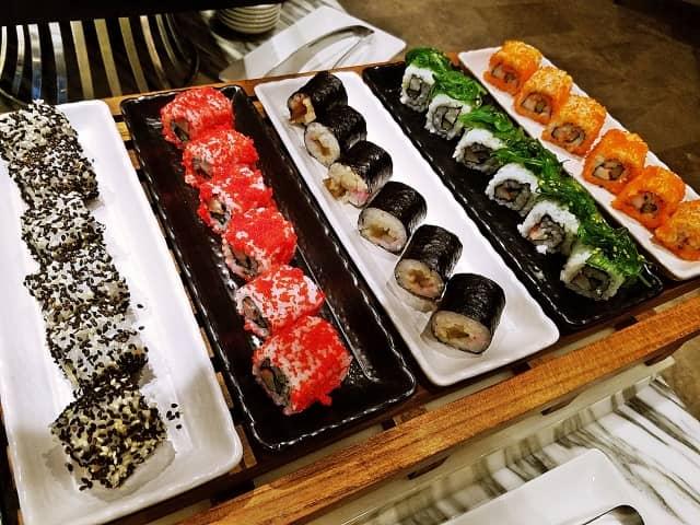 【画像】もはや日本の手を離れ、海外で独自に進化する寿司